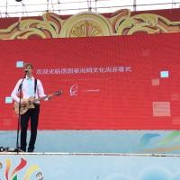 """Oliver Wimmer, Frontmann von """"Amsterdamns"""", war einer der musikalischen Acts am Eröffnungstag..."""
