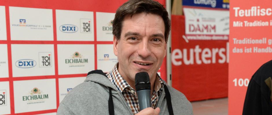 Marco Schilling 26.04.2015 WNS Handball SGL 3. Liga Süd Sued / SG Leutershausen - Konstanz (gelb) / Pressesprecher Ralph Kühnl (Kuehnl)